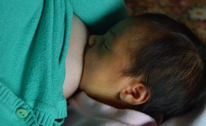 lactancia y niños inteligentes mamá amamantando