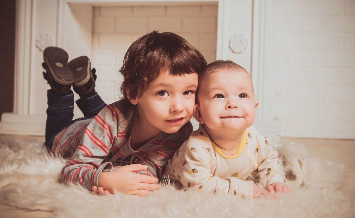 evitar-rivalidad-entre-hermanos-aserrin-aserran-mx