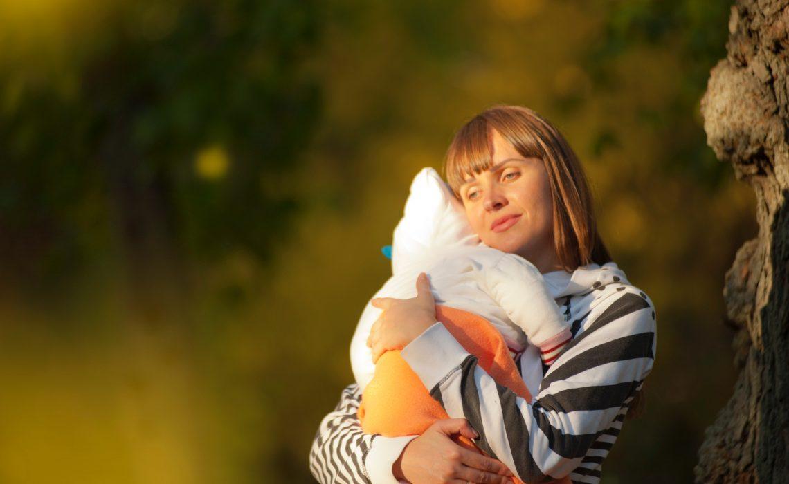 cargar a tu bebé con rebozo